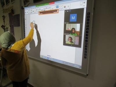 مدرسة كوين الخاصة - الإسكندرية - مصر - المعلم وهي تستخدم نظام إدارة التعلم سكوليرا - الدراسة عن بعد
